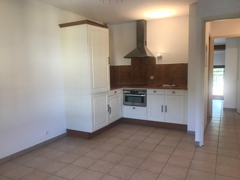 location appartement 3 pièces PEYROLLES-EN-PROVENCE 13860