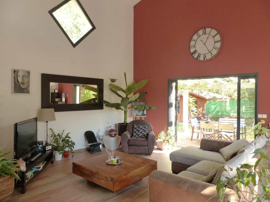 ventes mais appart montpellier nord villa t4 en campagne avec piscine languedoc roussillon. Black Bedroom Furniture Sets. Home Design Ideas