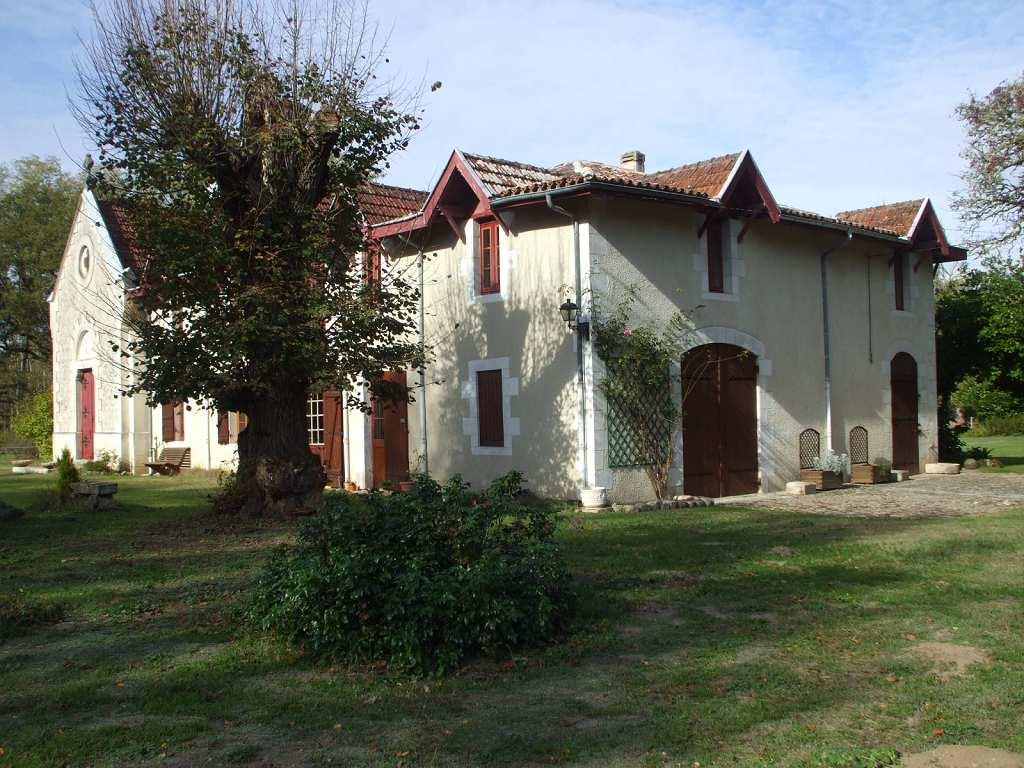 Vente maison 8 pi ces 340 m bazas 33 438 000 a for Achat maison bazas